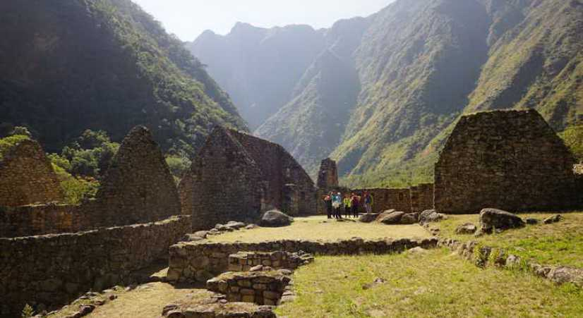 chachabamba iinca site on inca trail